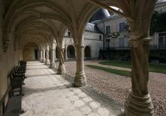 Château d'Argy - Deutsch: Schloss Argy im französischen Département Indre - längsseitige Galerie.