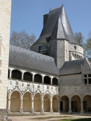 Château d'Argy - Français:   Galerie Renaissance avec les initiales entrelacées  M et C et J et R et K et L inscrites sur la façade.