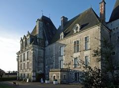 Château d'Azay-le-Ferron - Azay-le-Ferron (Indre).  La construction du château d'Azay-le-Ferron date du 15ème et du 18ème siècles.  Parmi les propriétaires successifs, figure Marc Grégoire François Antoine Michel dit \