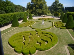 Château de Bouges - English: View of the garden of the Chateau de Bouges, from the bath of the master bedroom