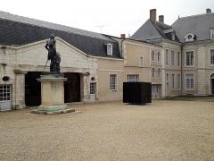 Ancien hôtel du Maréchal Bertrand - Français:   Cour de l\'hôtel Bertrand, à Châteauroux, dans l\'Indre, en France. Février 2019.