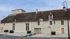 Ensemble castral - Français:   Châtillon-sur-Indre - Château - Les anciennes prisons