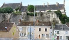Ensemble castral - Français:   Châtillon-sur-Indre - Château - Logis vu de l\'Est avec la terrasse