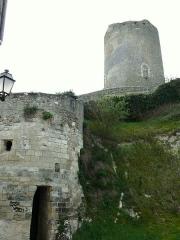 Tour de César - Français:   Châtillon-sur-Indre - Château - Une des tours de l\'ancienne porte Nord laissée inachevée en 1611