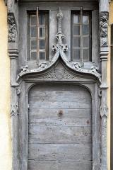 Maison du 15e siècle à pans de bois -  Porte de la maison à pans de bois de la place Laisnel de la Salle, ancienne place du Pavé, La Châtre (Indre)