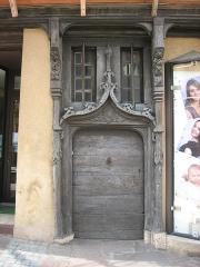 Maison - Français:   Porte gothique de la maison à pans de bois, à La Châtre