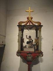 Ancien hôtel-Dieu - Français:   Bâton de procession de la corporation des tailleurs de pierre, symbolisés par un Christ en ascension. Musée de l\'hospice Saint-Roch, à Issoudun.