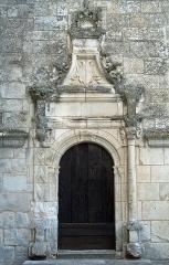 Eglise Sainte-Marie-Madeleine - Français:   Mézières-en-Brenne - Église Sainte-Marie-Madeleine - Portail latéral de la chapelle d\'Anjou