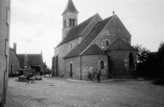 Eglise Saint-Martin de Vicq - Children outside the Romanesque church of Saint-Martin de Nohant-Vic in Indre.  Barn utanför den romanska kyrkan Saint-Martin de Nohant-Vic i Indre.  Location: Vic, Nohant-Vic, Indre, Centre, France  Photograph by: Berit Wallenberg  Date: 14.09.1937 Format: Film  Persistent URL: kmb.raa.se/cocoon/bild/show-image.html?id=16001000158726  Read more about the photo database (in english): www.kms.raa.se/cocoon/bild/about.html
