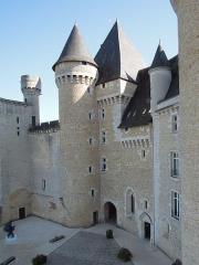 Château du Chabenet - Français:   Cour du château de Chabenet (Indre)