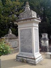 Cimetière -  Monument funéraire du Duc de Choiseul dans le cimetière d'Amboise