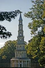 Domaine de Chanteloup -  La Pagode de Chanteloup s'élève à la lisière de la forêt d'Amboise. C'est une sorte de tour haute de 44 mètres. Si la silhouette est chinoise, la colonnade, les quatre balcons de ferronnerie et toute la décoration sont de pur style Louis XVI. Les six étages comportent chacun une salle circulaire.  Elle fut construite entre 1775 et 1778, à la demande du duc de Choiseul, par Le Camus. Chanteloup Pagoda stands on the edge of the forest of Amboise.It's sort of 44 meter high tower.If the figure is Chinese, the colonnade, the four balconies of wrought iron and all are decorated in Louis XVI style. The six floors each have a circular room.  It was built between 1775 and 1778, at the request of the Duc de Choiseul, by Le Camus.