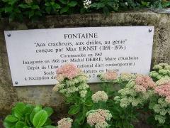 Fontaine de Max Ernst -  Plakette am Max Ernst - Brunnen in Amboise