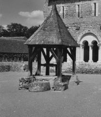 Ancien prieuré de Saint-Jean-du-Gray - Le puits du prieuré Saint-Jean-du-Grais.
