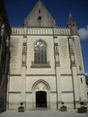 Eglise abbatiale Saint-Pierre-Saint-Paul - English: Parish church of Beaulieu lès Loches  (France), façade view