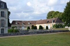 Château de Boussay - Français:   Une partie des communs du château de Boussay.