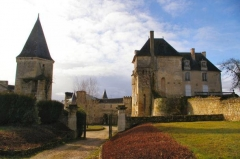 Château - English: Le chateau de La Celle-Guenand through East Gate
