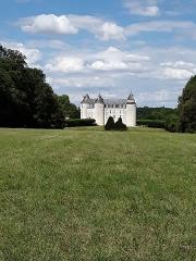 Château de Grillemont et ses communs - Français:   PaYsage du plateau de Bossée au coeur du Plateau Desainte-Maure avec le château de Grillemont