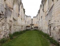 Ancienne chartreuse du Liget - Deutsch: Ehemaliges Kartäuserklosters Chartreuse Saint-Jean du Liget in der französischen Gemeinde Chemillé-sur-Indrois im Département Indre-et-Loire - Inneres der Ruine der Kirche aus dem 12. Jahrhundert.