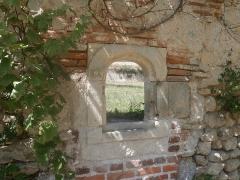 Ancienne chartreuse du Liget - Français:   Passe-plat dans le mur du cloître de la chartreuse du Liget.