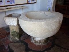 Eglise paroissiale Saint-Urbain - Français:   Cuve baptismale de l\'église