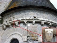 Eglise paroissiale Saint-Urbain - Français:   Modillons du chevet de l\'église Saint-Urbain de Courçay