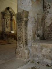 Eglise du cimetière (église Saint-Léger du Vieux-Bourg) -  reste de pilier carolingien dans l'église de Cravant-le-Côteaux (Indre-et-Loire) (France)