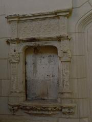 Eglise Saint-Maurice - Français:   Église Saint-Maurice de Crissay-sur-Manse (37). Crédence lavabo.