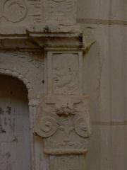 Eglise Saint-Maurice - Français:   Église Saint-Maurice de Crissay-sur-Manse (37). Crédence lavabo. Détail.