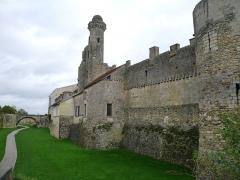 Château du Grand Pressigny - Français:   Vue d\'ensemble du front occidental du château du Grand-Pressigny, Indre-et-Loire, Centre, France.