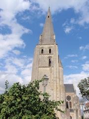 Eglise paroissiale Saint-Jean-Baptiste - Esperanto: preĝejo St-Jean-Baptiste en Langeais, Francio