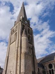 Eglise paroissiale Saint-Jean-Baptiste - Esperanto: turo de la preĝejo St-Jean-Baptiste en Langeais, Francio