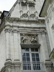 Hôtel ou Immeuble dit Maison du Centaure - Français:   Loches - Maison du Centaure