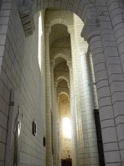Eglise abbatiale bénédictine Saint-Pierre - Français:   Nef latérale sud de l\'Abbatiale Saint Pierre de Preuilly-sur-Claise