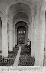 Eglise abbatiale bénédictine Saint-Pierre - Français:   Nef de l\'abbatiale St Pierre