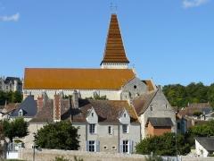 Eglise abbatiale bénédictine Saint-Pierre - Français:   Vue d\'ensemble de l\'abbaye St Pierre de Preuilly, église abbatiale et bâtiments monastiques