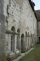Eglise abbatiale bénédictine Saint-Pierre - Deutsch:   Ehemalige Abteikirche Saint-Pierre in Preuilly-sur-Claise im Département Indre-et-Loire (Centre-Val de Loire/Frankreich), Arkaden des Kreuzgangs