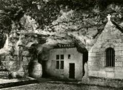 Chapelle et logis troglodytiques de Notre-Dame-de-Lorette - Français:   Ancienne chapelle - Notre-Dame-de-Lorette - aménagée au sein d\'une structure troglodyte, à Sainte-Maure-de-Touraine.