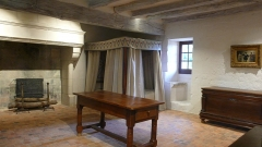 Maison de Rabelais, actuellement Musée de la Devinière - Français:   La chambre présumée natale de François Rabelais à La Devinière