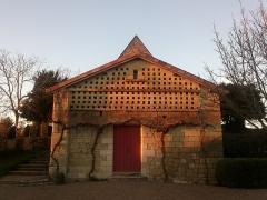 Maison de Rabelais, actuellement Musée de la Devinière - Français:   Le pigeonnier et ses 288 boulins