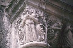 Ancienne abbaye de Saint-Julien - Deutsch: Kapitell in St. Julien, Tours