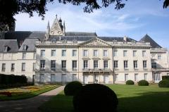 Ancien archevêché, actuellement musée des Beaux-Arts -  Musée des Beaux-Arts de Tours, ancien palais des archevêque, ailes du XVIIe et XVIIIe et complétement à droite grande salle des états généraux XIIe siècle