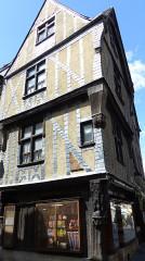 Maison - Français:   Immeuble