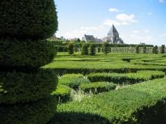 Eglise paroissiale Saint-Etienne - Français:   Jardin du château de Villandry, vue en direction de l\'église Saint-Étienne
