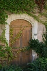 Ancienne abbaye Saint-Sauveur -  Porte dans l'enceinte de l'ancienne Abbaye Saint Sauveur de Villeloin à Villeloin-Coulangé.