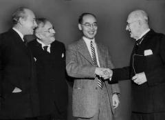 Château de Boisbonnard -  Hideki Yukawa shakes hands with Amiral de Champs. TV. Sven Hedin - Vintage photo