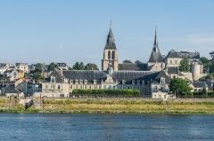 Ancienne abbaye Saint-Lomer, ou ancien Hôtel-Dieu - English: View of the Saint Nicholas church and fromer Saint Laumer abbey in Blois, Loir-et-Cher, France
