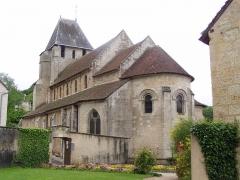 Eglise Saint-Genest - Français:   Photographie de l\'église de Lavardin prise des jardins de la mairie le 25 mai fr:2006 par Accrochoc.