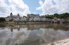 Château - Deutsch: Schloss Saint-Aignan, Département Loir-et-Cher/Frankreich - Blick über die Cher auf Schloss und Stadt.