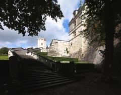 Château - Deutsch: Saint-Aignan, Département Loir-et-Cher/Frankreich - Aufstieg von der Kirche zum Schloss.